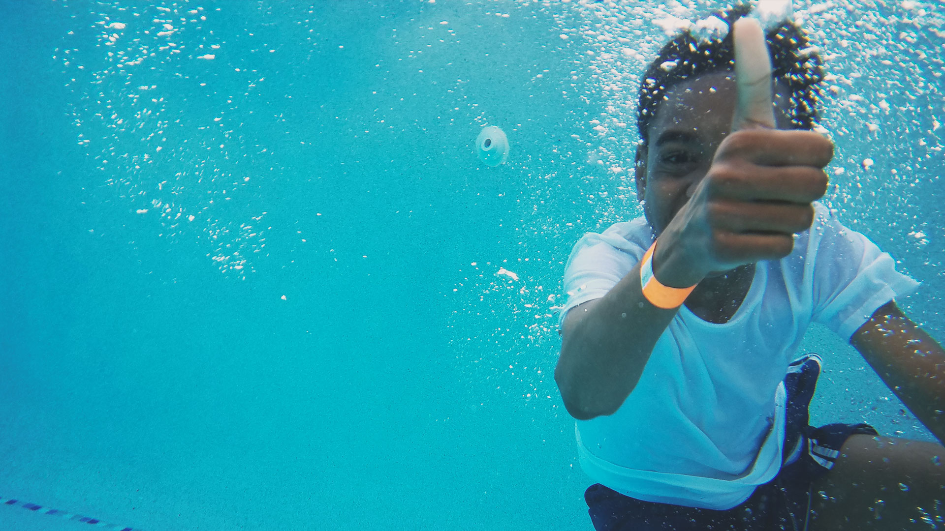 kid jumped into pool not letting fear affect his faith